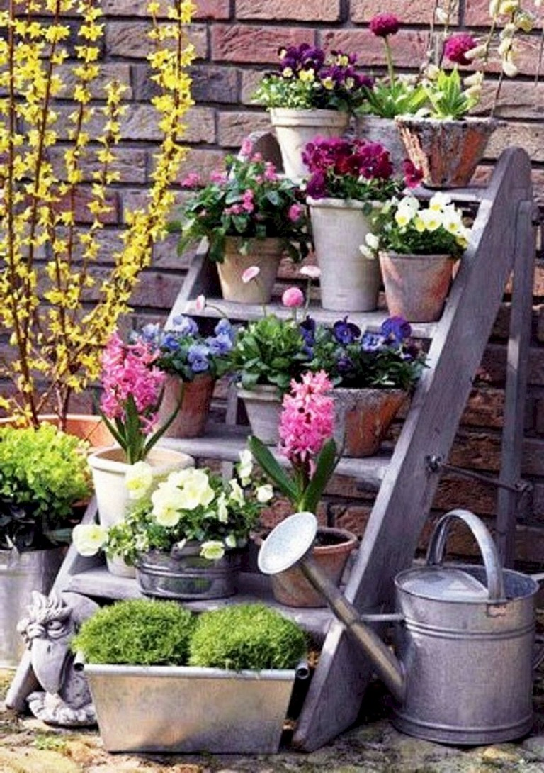 decoration for landscape on a budget | 10 Simple DIY Vintage and Rustic Garden Decor Ideas on A ...